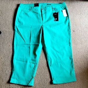 Style and Co Womens Capris NWT